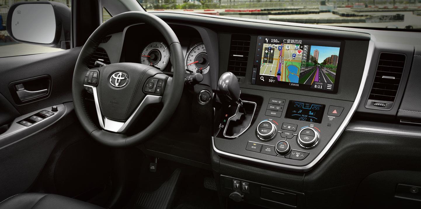 *1. 歐制淨值EEC NET。 *2. 公告資料係依據歐盟1999/100/EC指令及其後續修正指令之標準測試程序測得。本標示之測試值係在實驗室內,依規定的行車型態於車體動力計上測得。實際道路行駛時,因受天候、路況、載重、使用空調系統、駕駛習慣及車輛維護保養等因素影響,其實際值可能與測試值有所差異。 *3.